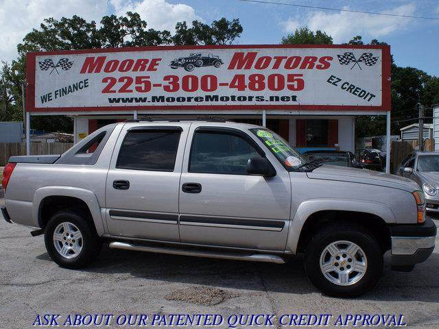 2005 CHEVROLET AVALANCHE 1500 2WD silver at moore motors everybody rides good credit bad credi