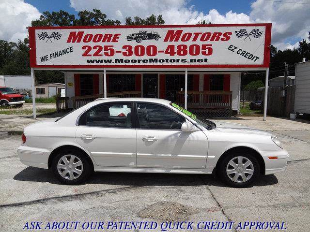 2004 HYUNDAI SONATA BASE 4DR SEDAN white at moore motors everybody rides good credit bad credit