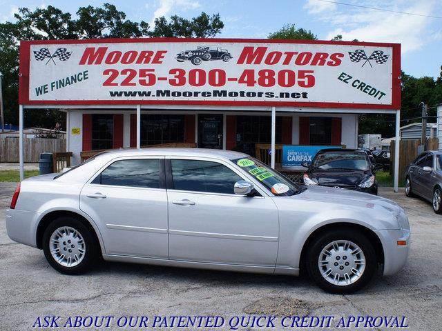 2007 CHRYSLER 300 BASE 4DR SEDAN silver at moore motors everybody rides good credit bad credit