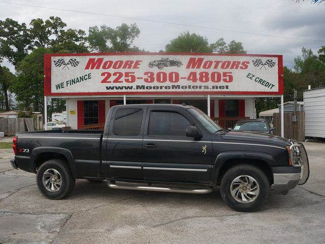 2005 CHEVROLET SILVERADO 1500 1500 Z71 EXT CAB LONG BE gray at moore motors everybody rides goo
