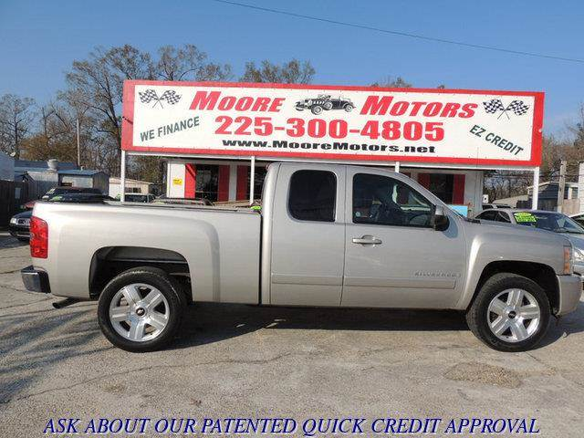 2008 CHEVROLET SILVERADO 1500 1500 LT1 STD 2WD silver at moore motors everybody rides good cred