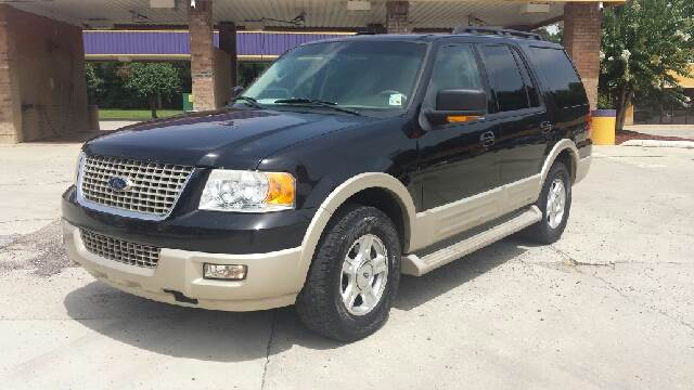 2005 FORD EXPEDITION EDDIE BAUER 4DR SUV black fully loaded and super clean has leather  3rd row