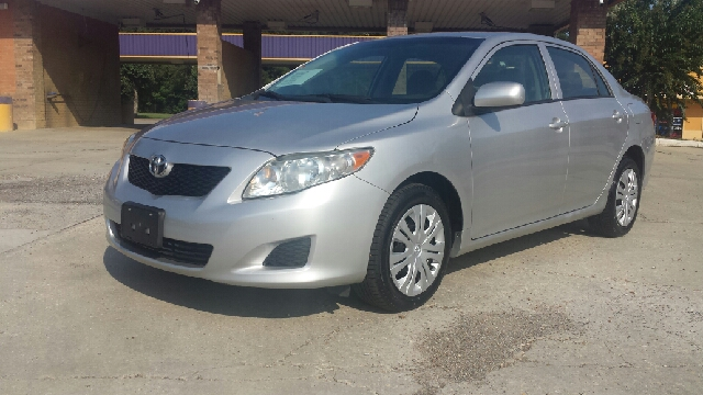 2010 TOYOTA COROLLA LE 4DR SEDAN 4A silver one owner car 4 door automatic cold ac aux jack po