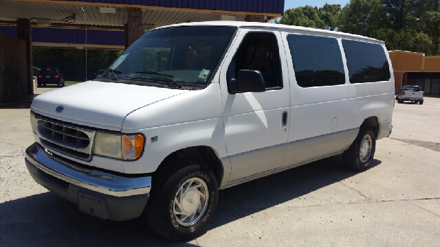 1997 FORD E-150 CHATEAU 3DR CLUB WAGON PASSENGER white runs and drives great has all power equipm