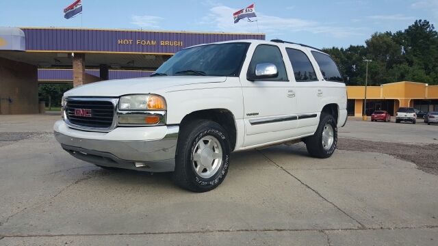 2004 GMC YUKON SLT 4DR SUV white 2004 gmc yukon slt very clean inside and out it has bose sound