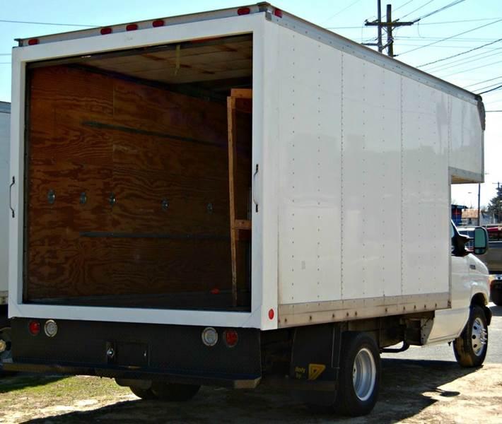 2005 Ford E-Series Cargo E-350 SD 3dr Extended Cargo Van - Harrington DE