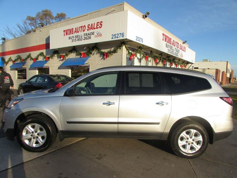 2014 CHEVROLET TRAVERSE LS 4DR SUV silver 2014 chevrolet traverse ls super cleanmust seewe f