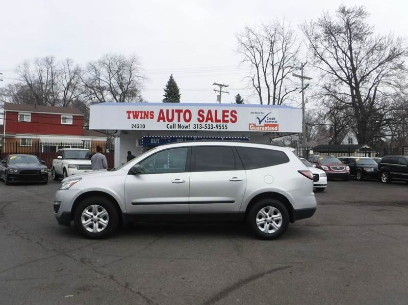 2013 CHEVROLET TRAVERSE LS 4DR SUV silver 2013 chevrolet traverse lssuper cleanmust seewe fi