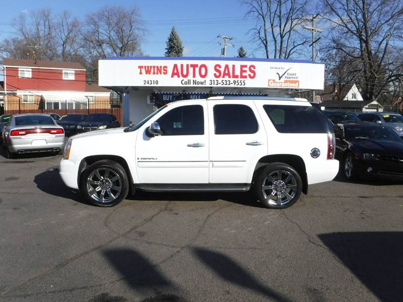 2008 GMC YUKON DENALI AWD 4DR SUV white 2008 gmc yukon denali super cleanmust seewe finance