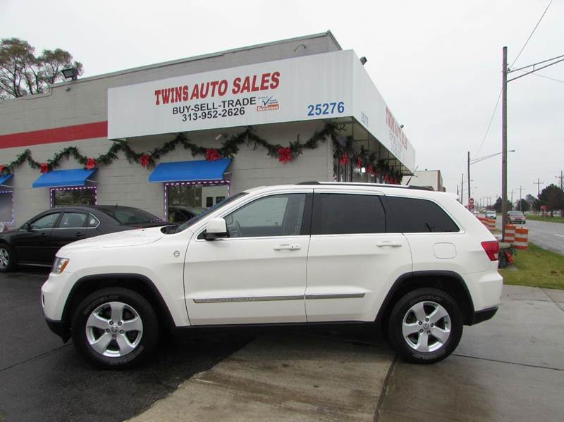2011 JEEP GRAND CHEROKEE LAREDO 4X4 4DR SUV white 2011 jeep grand cherokee laredo super cleanm