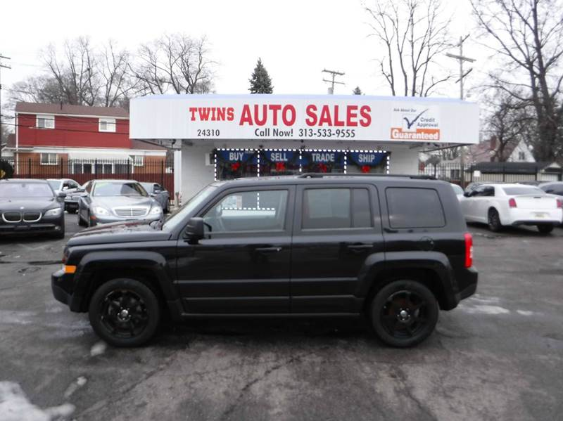 2011 JEEP PATRIOT LATITUDE 4DR SUV black 2011 jeep patriot latitude super cleanmust seewe fi