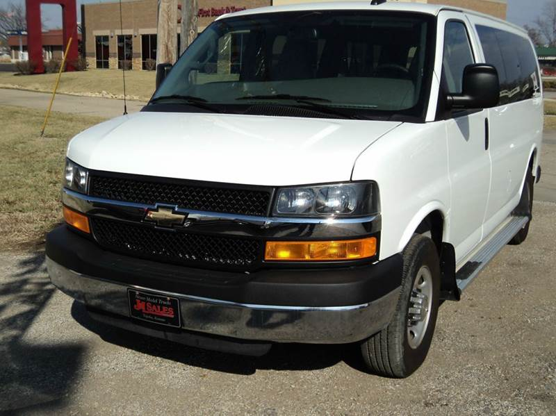 2016 Chevrolet Express Passenger LT 3500 3dr Passenger Van w/1LT - Topeka KS