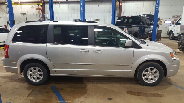 2010 Chrysler Town and Country Touring 4dr Mini Van - Appleton WI