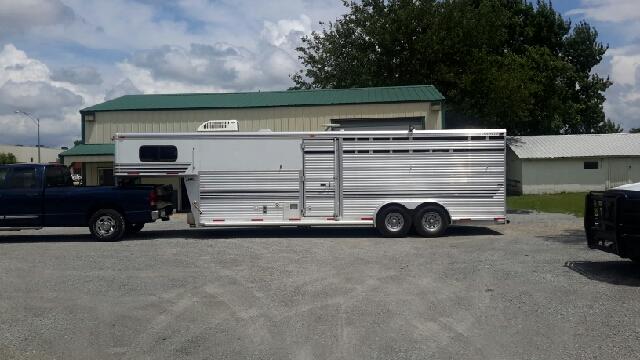 2001 Silverlite 4 Horse Aluminum Slant w/LQ Finished LQ - Haysville KS