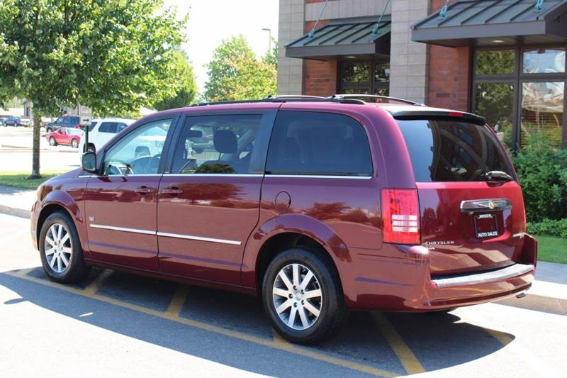 2009 Chrysler Town and Country Touring Mini-Van 4dr - Lynden WA