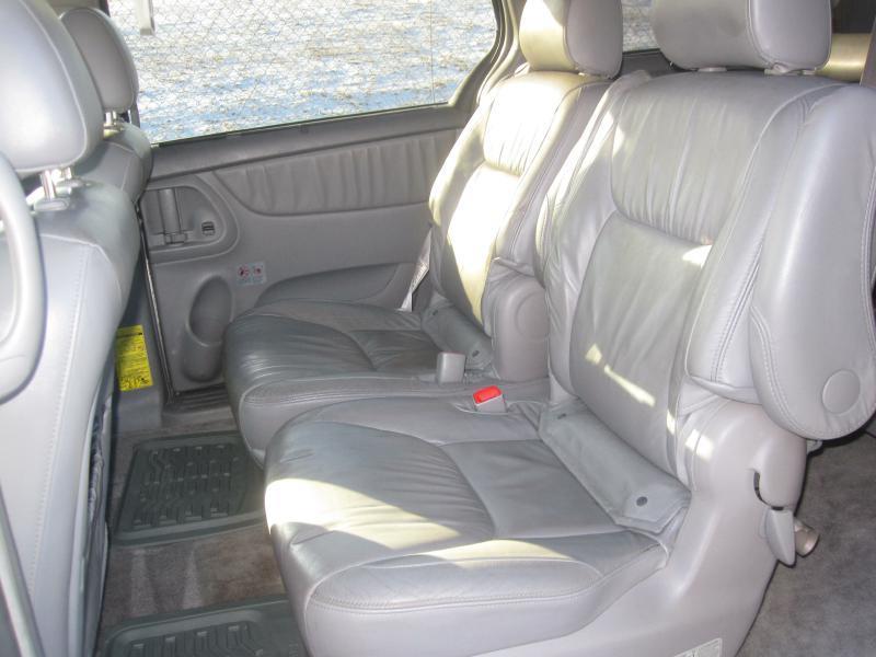 2006 Toyota Sienna XLE - Papillion NE
