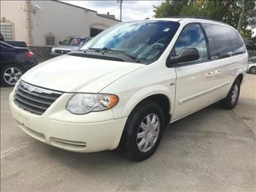 2007 Chrysler Town and Country for sale in Parma, OH