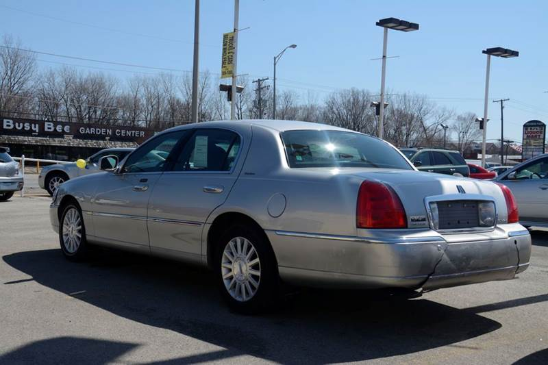 2004 Lincoln Town Car Signature 4dr Sedan - Crestwood IL
