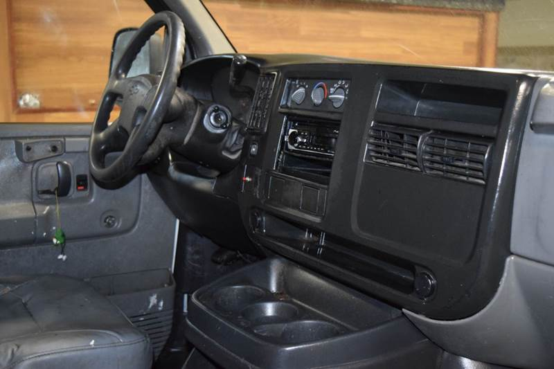 2004 Chevrolet Express Cutaway  - Crestwood IL