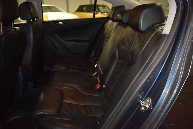 2006 Volkswagen Passat 3.6 4dr Sedan - Crestwood IL