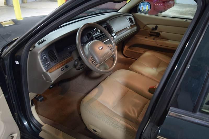 2003 Ford Crown Victoria LX 4dr Sedan - Crestwood IL