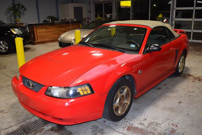 2004 Ford Mustang Deluxe 2dr Convertible - Crestwood IL