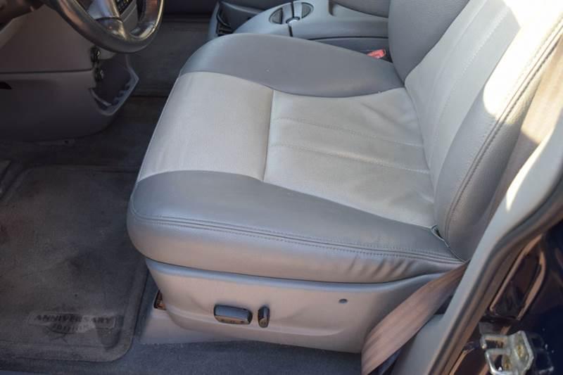 2004 Dodge Grand Caravan SXT Anniversary Edition 4dr Extended Mini-Van - Crestwood IL