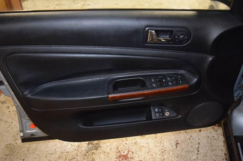 2004 Volkswagen Passat GLX 4dr Sedan V6 - Crestwood IL
