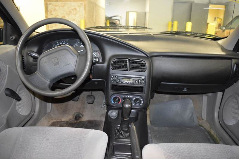2002 Saturn S-Series SL 4dr Sedan - Crestwood IL