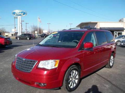 2008 Chrysler Town and Country for sale in Winamac, IN