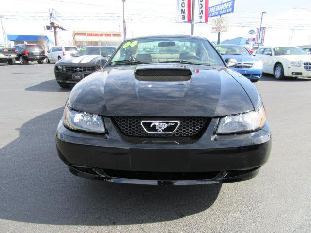 2004 Ford Mustang GT Deluxe 2dr Coupe - Evansville IN